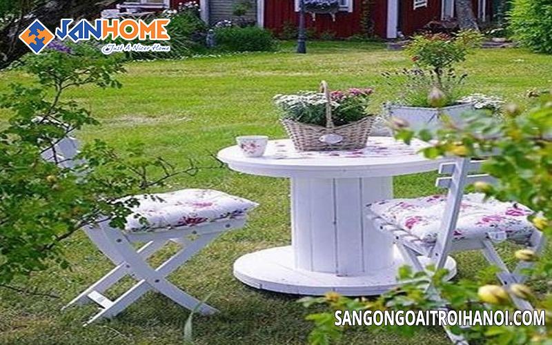 Bàn ghế ngoài trời có đa dạng màu sắc mẫu mã phù hợp với nhiều không gian ngoại thất khác nhau