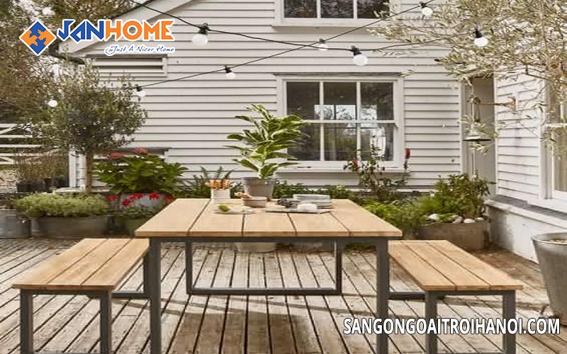 Bàn ghế ngoài trời được cấu tạo từ gỗ và nhựa với khung sắt